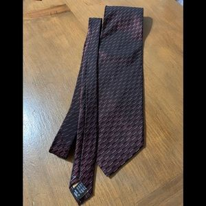 Men's dark burgundy tie